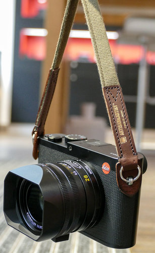 Artisan & Artist ACAM- 120 Kaki/Brown camera strap